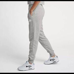 Nike joggers sweatpants